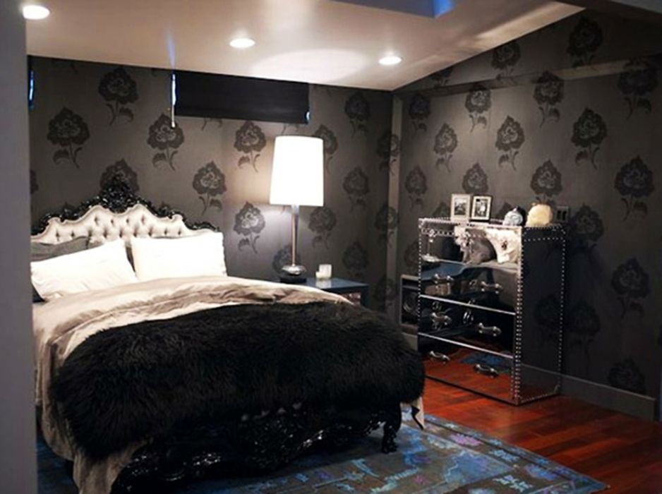 25 surprisingly stylish gothic bedroom design and ideas decorating rh pinterest com