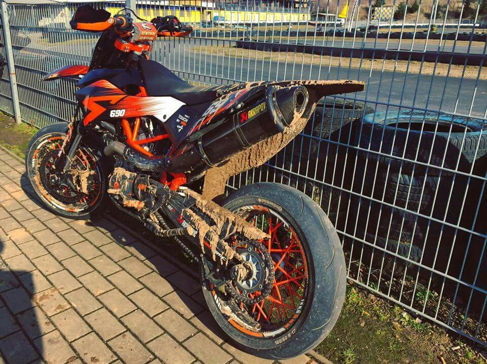 ktm 690 smc r akrapovic best motorcycle motorcycle. Black Bedroom Furniture Sets. Home Design Ideas