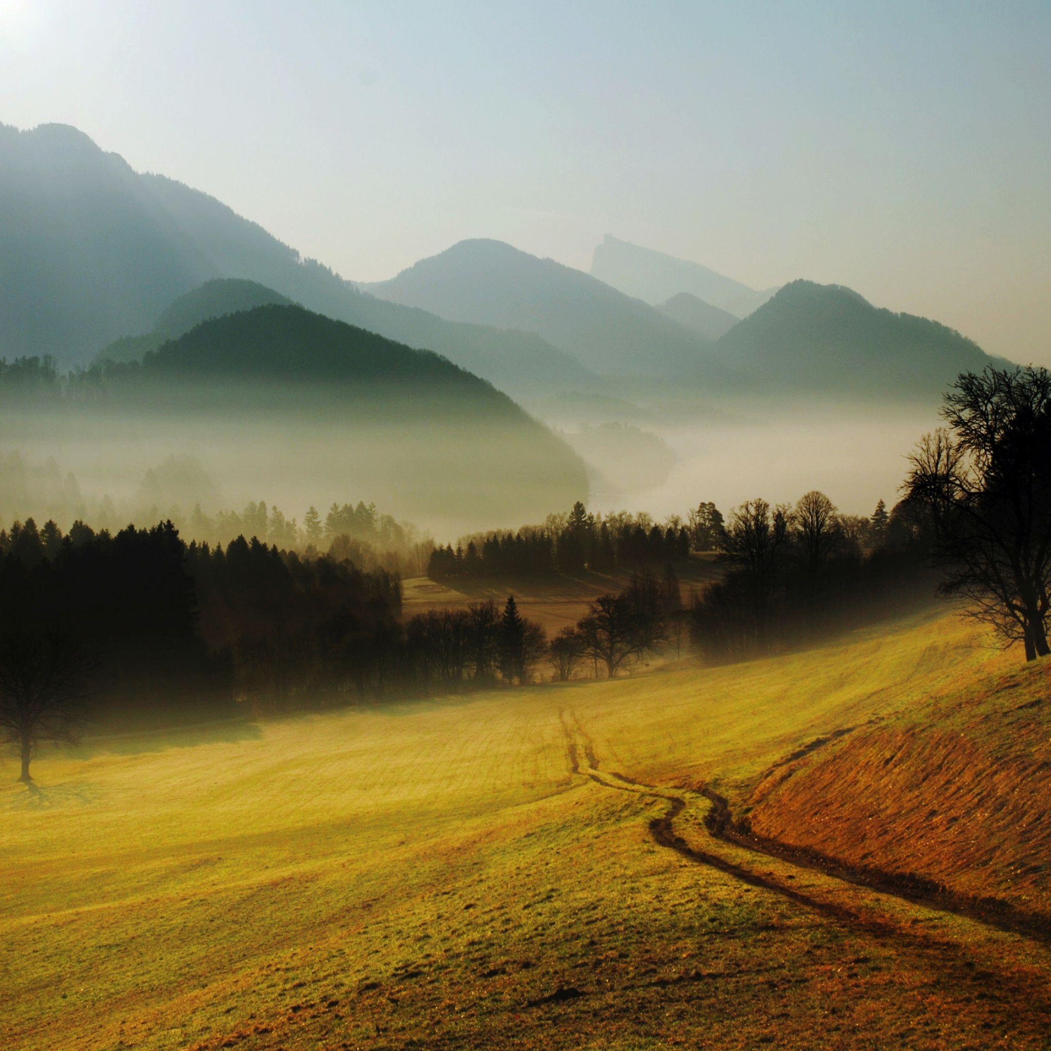 Colinas 2048x2048 Papel de Parede, montanhas, estrada, país, manhã, nevoeiro, alívio