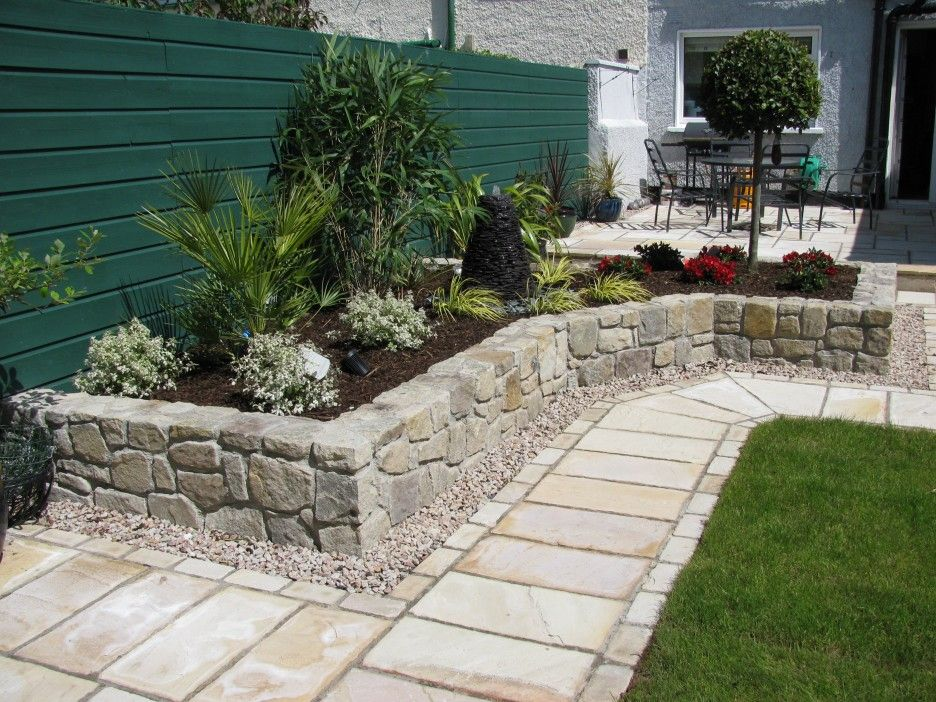 Modern Patio Design Concept Features Small Gardening And Natural Stone Platform With Images Patio Landscaping Backyard Landscaping Designs Patio Garden
