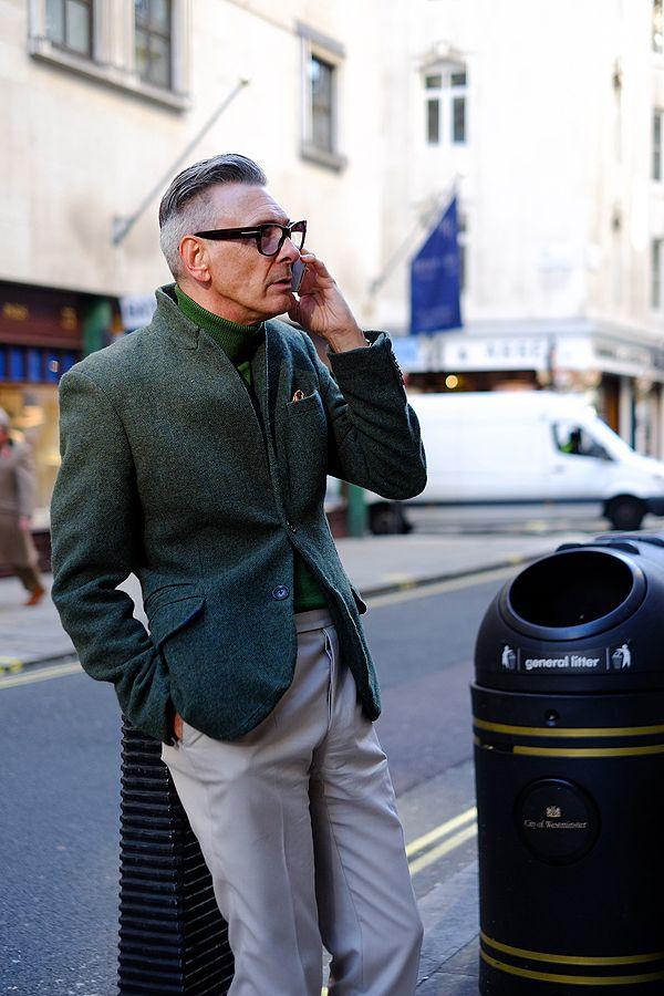 2014-11-08のファッションスナップ。着用アイテム・キーワードは40代~, スラックス, ツイードジャケット, ニット・セーター, ポケットチーフ, メガネ,etc. 理想の着こなし・コーディネートがきっとここに。| No:65705