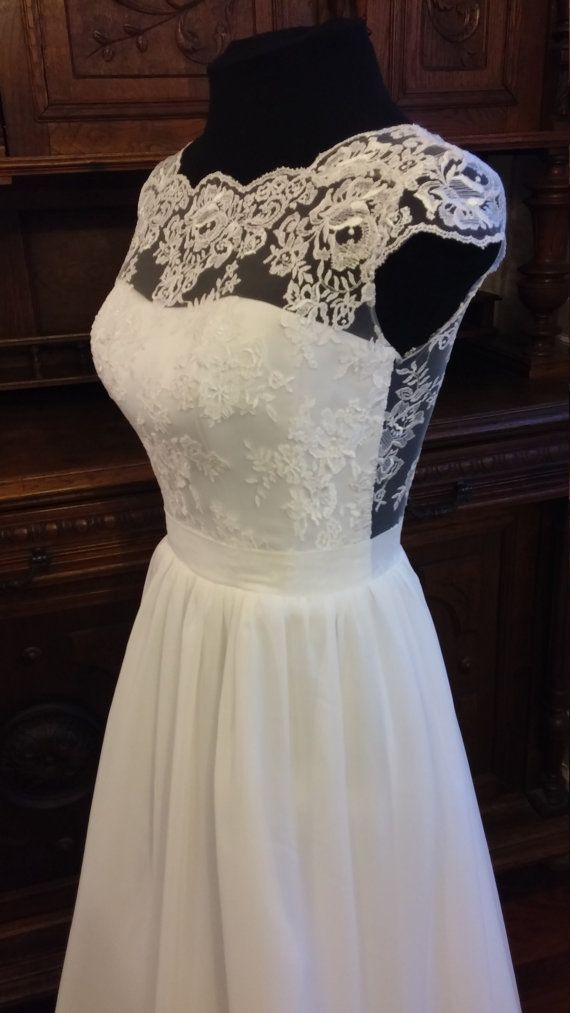 Boho Vintage inspirierte Brautkleid mit von TashaWeddingStudio | one ...