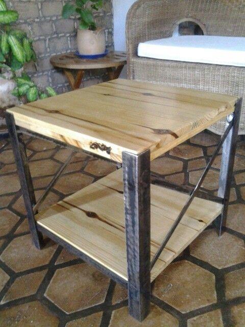 mesa cabeceira, pinho e ferro