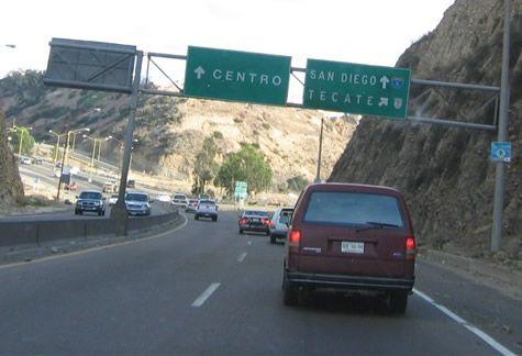 * Mexico Highway 1 * Em Direção à San Diego e Zona Rio.