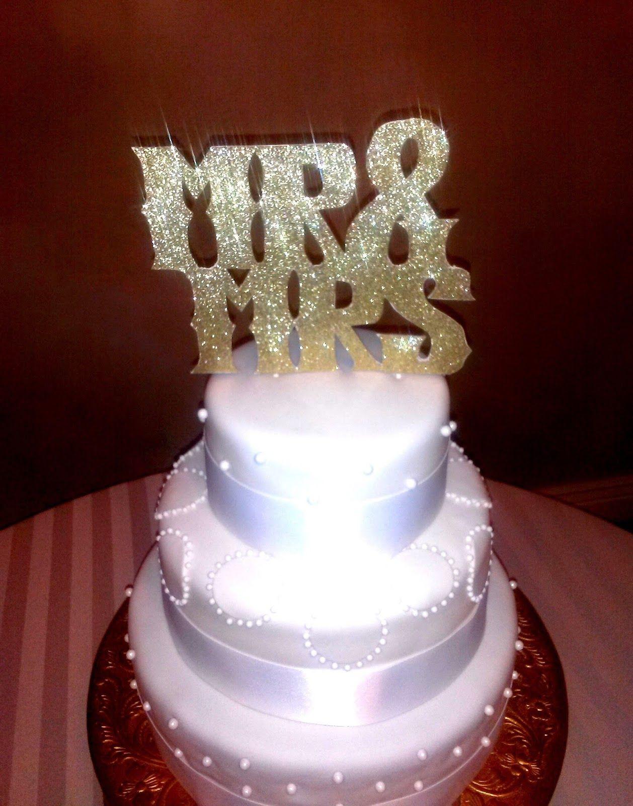 Devanys designs winter white and gold wedding cake with mr u mrs