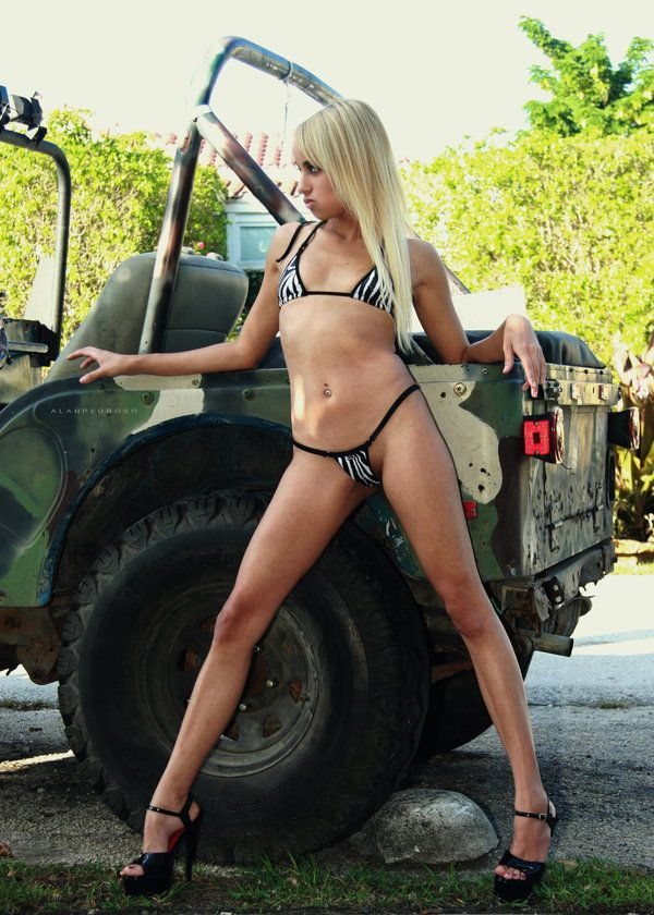 Bikini Jeep Girl | Jeep Girls | Jeep, Jeep truck, Willys wagon
