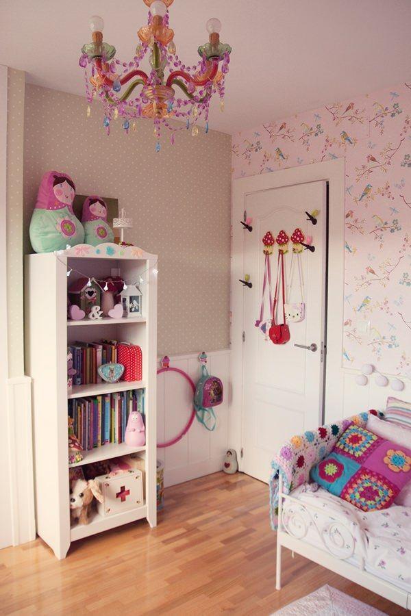 Habitaci n en rosa para una ni a con muebles de ikea - Muebles para cuarto de nina ...