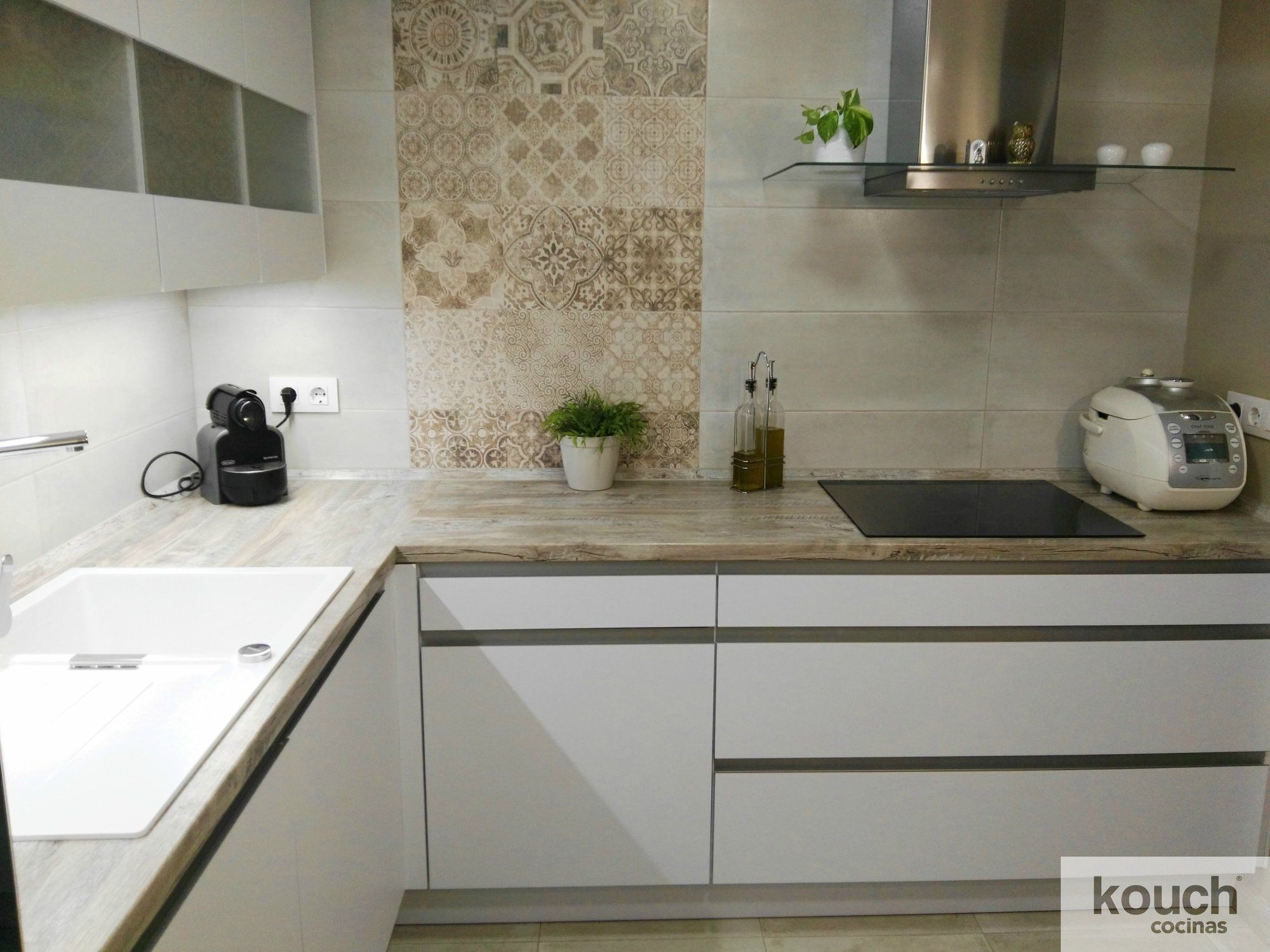 We love this kitchen designed with our #Porto series!!! Thank KOUCH ...