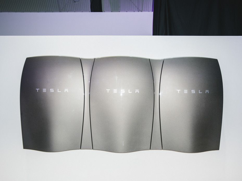 Should You Get A Tesla Home Battery Let Physics Explain Tesla Alternative Energy Solar Energy