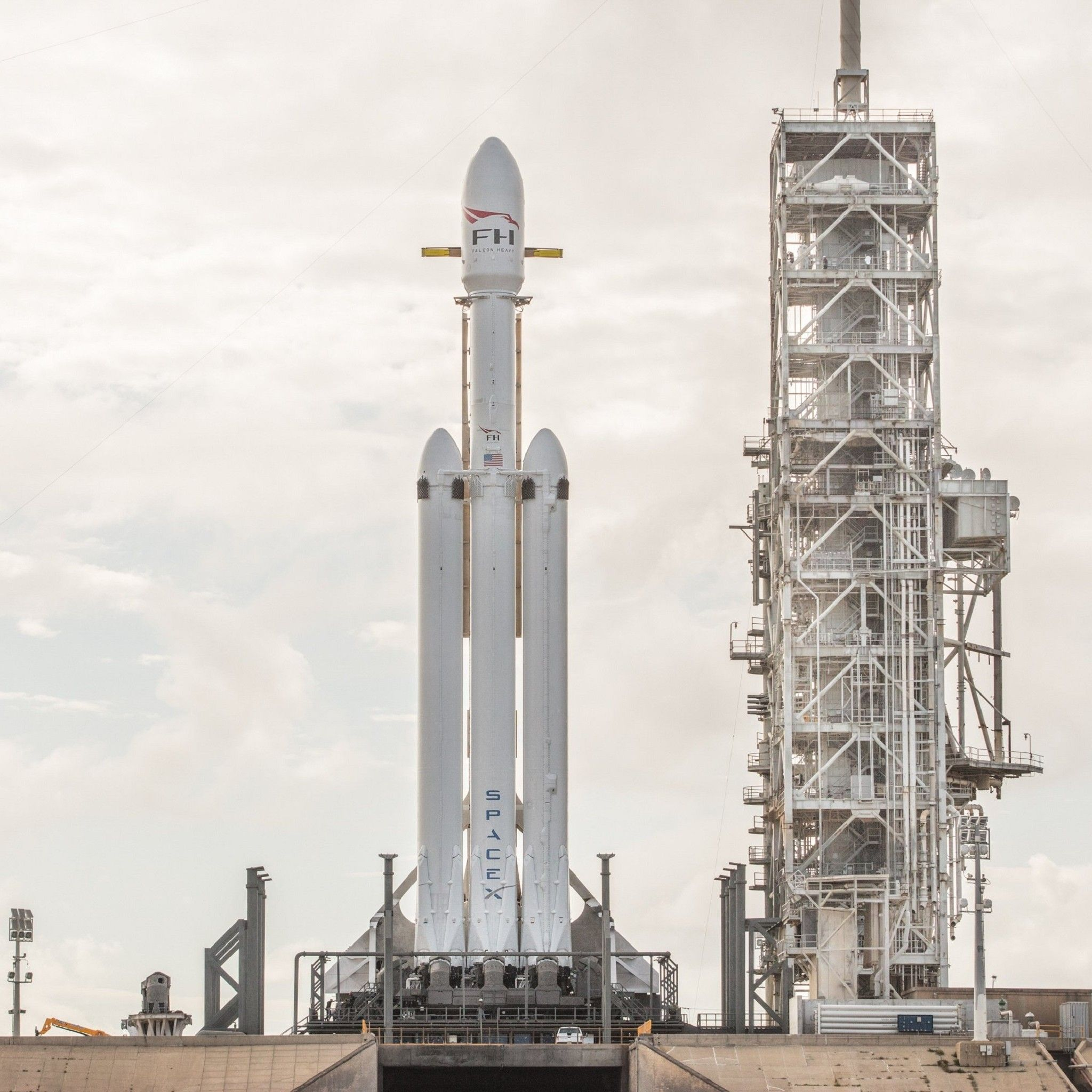 Spacex Falcon Heavy Looks Like It S Ready To Go Tap Image To See More Space X Wallpapers Mobile9 Spacex Falcon Heavy Spacex Falcon Heavy