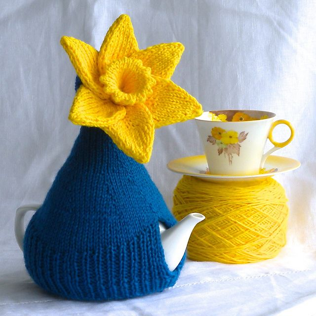 Free knitting pattern for Miss Daffy Dill Teapot Cozy | Tea Cosies ...