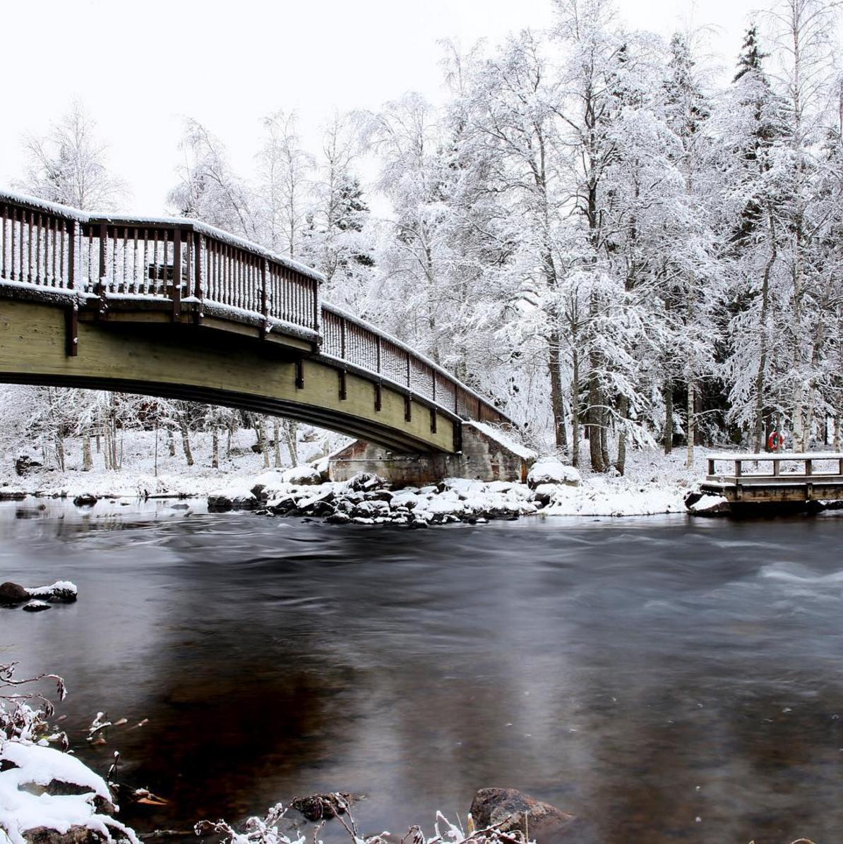 Tainionvirran ylitse Hartolassa kulkee silta jotakuinkin Linnahotellin ja Itä-Hämeen opiston seutuvilta.