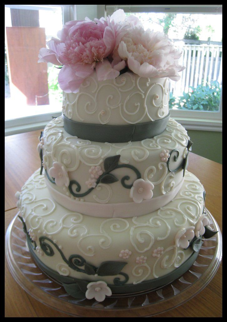 grey wedding cake with pink flowers simple grey wedding cake maybe with some light pink 14985