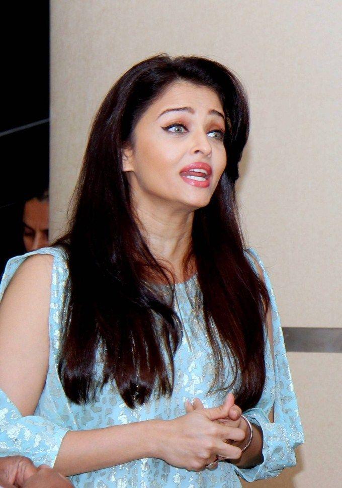 Aishwarya Rai Bachchan At Jazbaa Movie Cast Script Reading Event Aishwarya Rai Bachchan It Movie Cast Aishwarya Rai