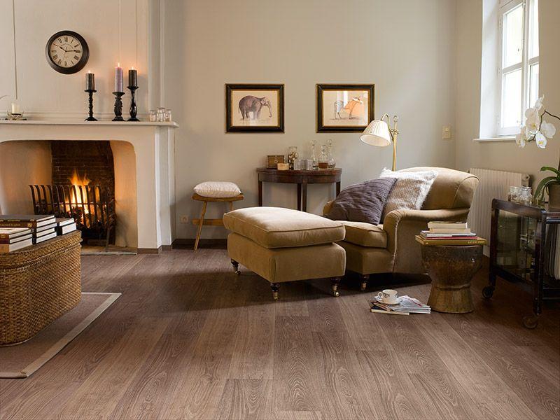 Mooie woonkamer met laminaat van Quick Step. Eik lichtgrijs ...