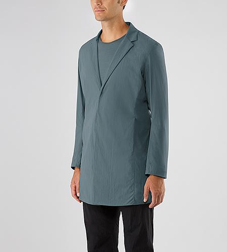 Doeln Coat Men's Lightweight, wind and water resistant overcoat in a classic silhouette.