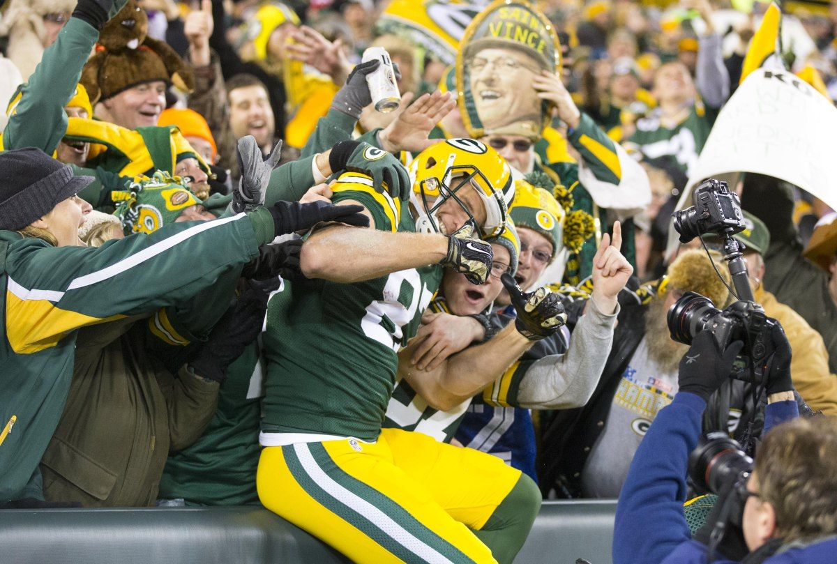 Usp Nfl Chicago Bears At Green Bay Packers S Fbn Usa Wi Green Bay Packers Cheerleaders Green Bay Packers Nfl Green Bay