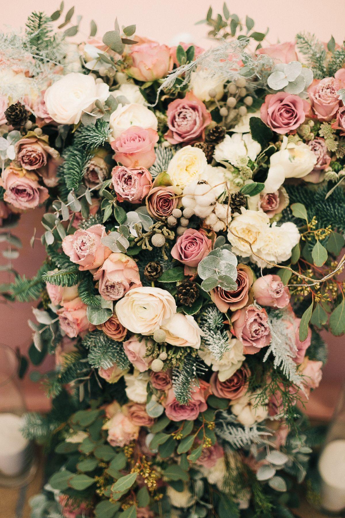 winter, wedding decor, winter ceremony, snowy wood, wedding flowers, свадьба, свадебная церемония, свадебная арка, оформление церемонии, зимний декор, зимняя свадьба, волшебный лес, свадебная флористика
