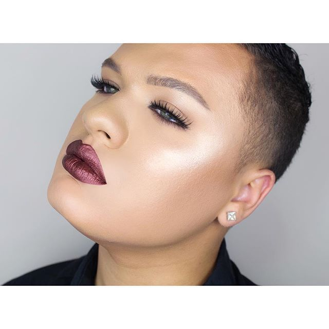 """As """"minimalistic"""" as if gets. Probably gonna keep my face like this for swatch videos from now on  @doseofcolors """"corset"""" @nudestix """"Brown"""" brow stylus @houseoflashes """"noir fairy blk"""" lashes @anastasiabeverlyhills @norvina """"so Hollywood"""" illuminator #doseofcolors #houseoflashes"""