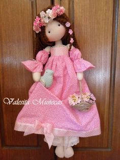 Valesita Muñecas....(so pretty in pink. i love her....and every doll this artist creates!)....