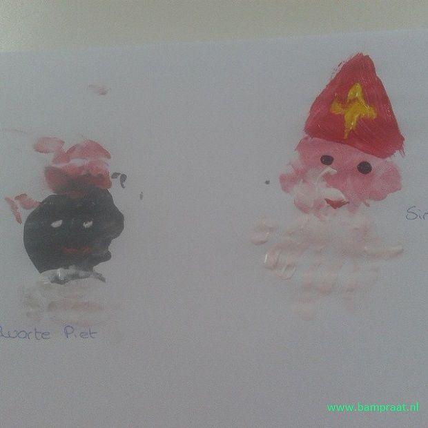 Sint en Piet met handjes en vingers geverfd.