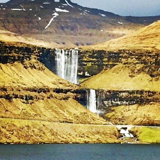 Banda klarer ikke å stoppe alle lekkasjer men vi kan hjelpe med det meste. #inko #inkontinens #vann #lekkasje #atlanticairways #færøyene #water #fossefall by bandakjeden