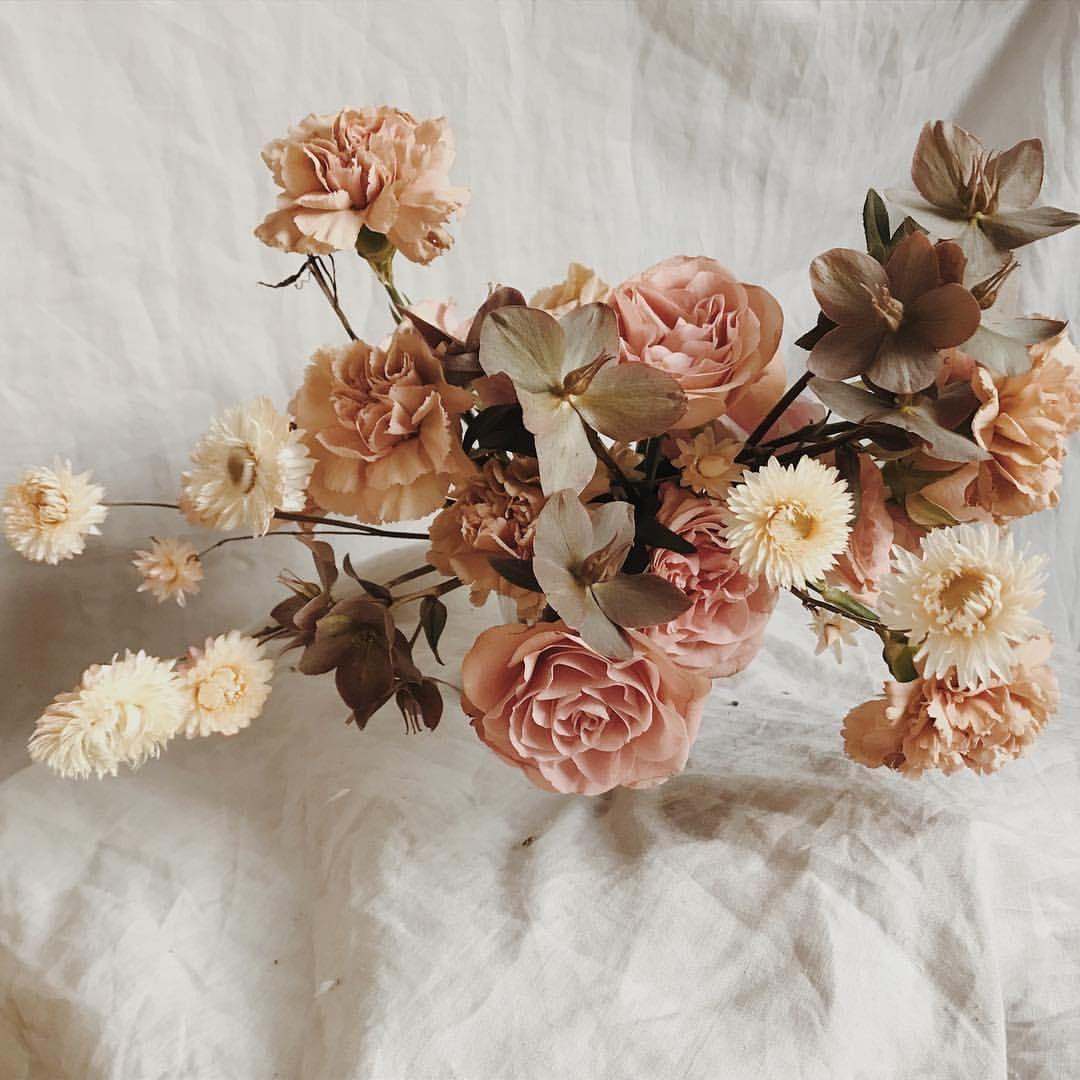 orning 🌸💫             atelierprairies centerpiece flowers floraldesign centredetable florist maker artisan artisanat fleuriste is part of Wedding flowers -