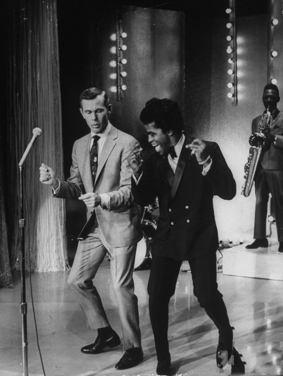 Awesome people hanging out together: Johnny Carson and James Brown