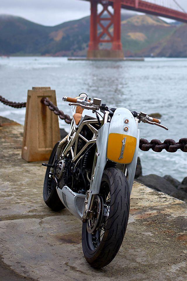 First Lady Alessandro Borroni S Una Ducati 999 Cafe Racer Pipeburn Com Cafe Racer Ducati Custom Cafe Racer