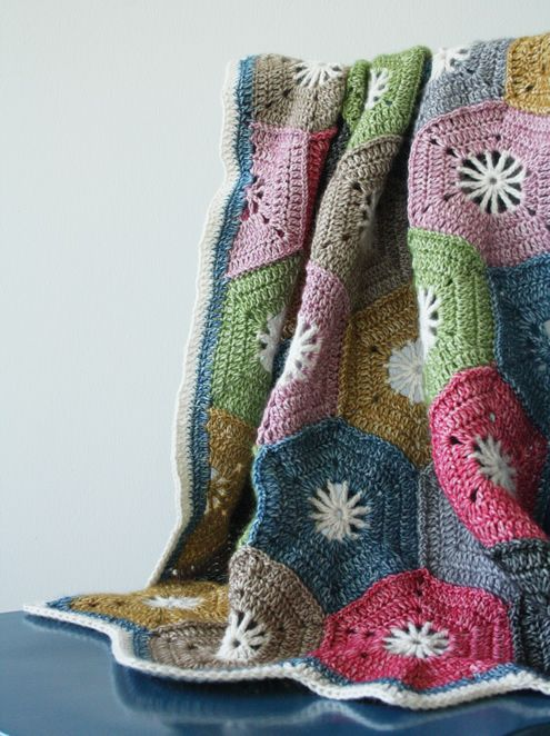 Crochet hexagon blanket: a step by step tutorial | Selber machen ...