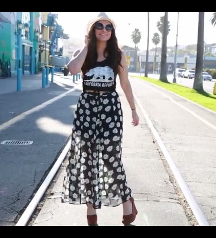 This outfit <3. Love the Maxi-skirt