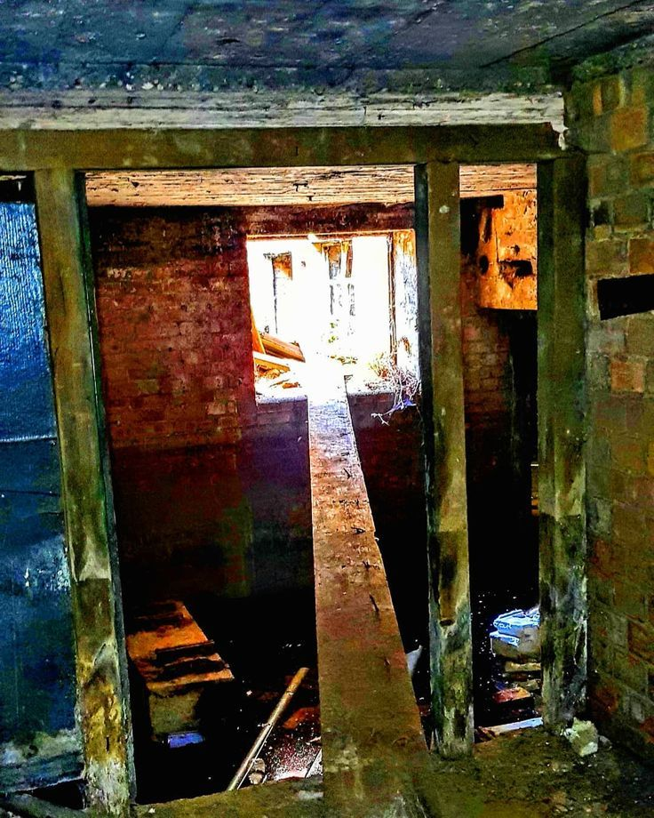 One of the many obstacles an urban explorer must face A perilous crawl across a  abandoned