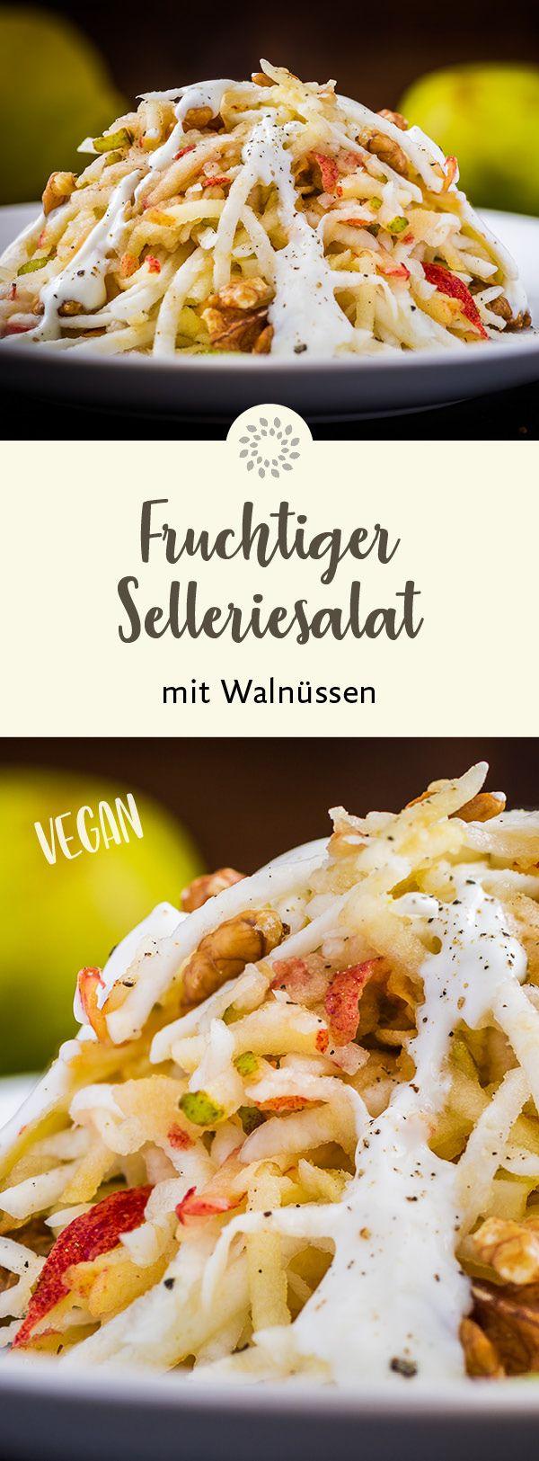 Die Kombination aus Gemüse, Obst, Nüssen und dem fein säuerlichen Dressing macht aus diesem Rohkost-Salat eine wahre Delikatesse. Der Selleriesalat ist schnell zubereitet und gelingt garantiert auch jedem Koch-Anfänger. #rezept #vegan #sellerie #walnuss #salat #walnutsnutrition