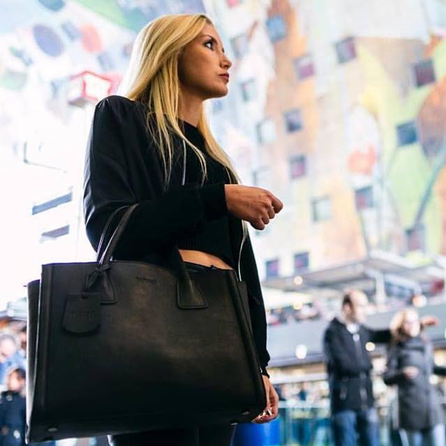 Burkely Pure Pippa Handtas Medium 520066 Black. #burkely #handbag #handtas  #bag