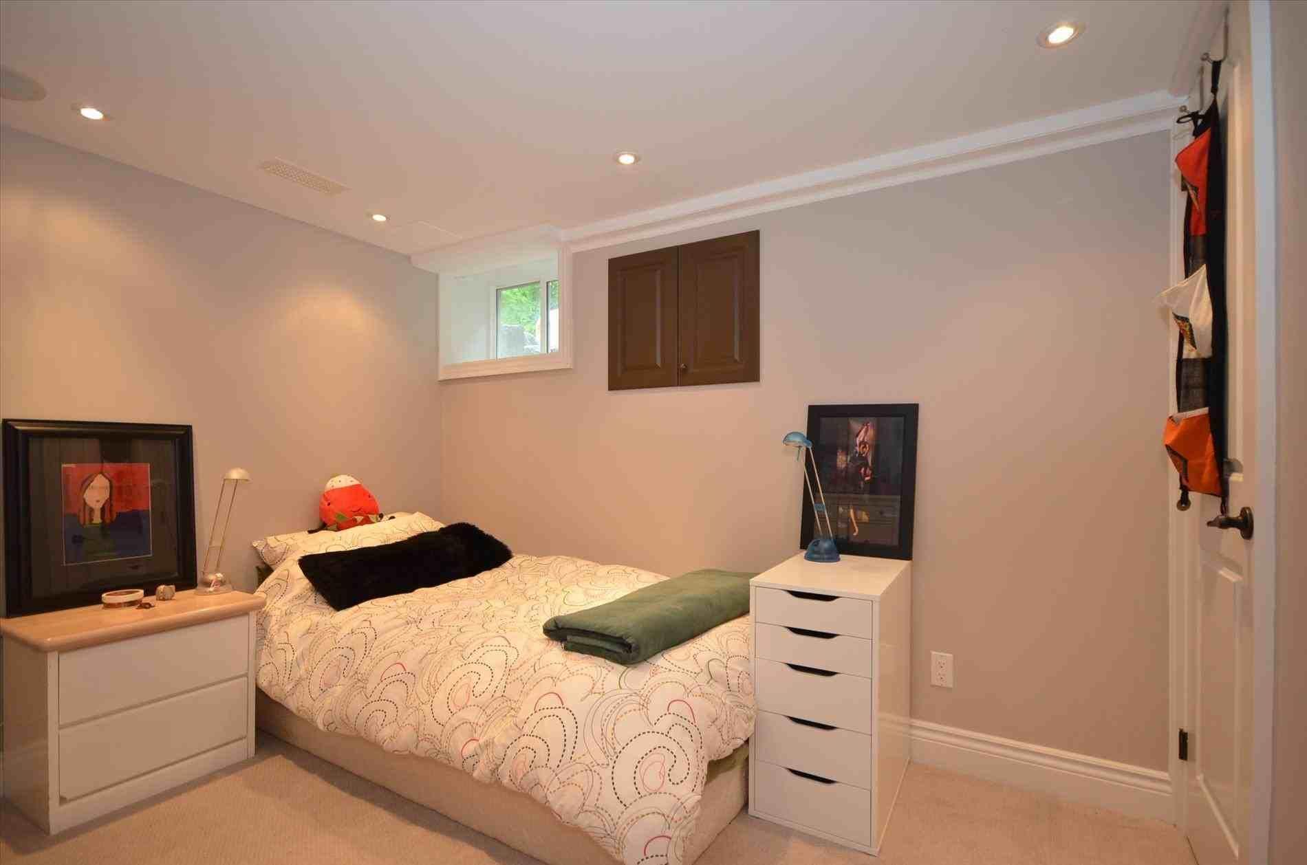New Post Simple Single Bedroom Design Ideas Visit Bobayule Trending Decors Bedroom Design Interior Design Bedroom Small Basement Bedroom