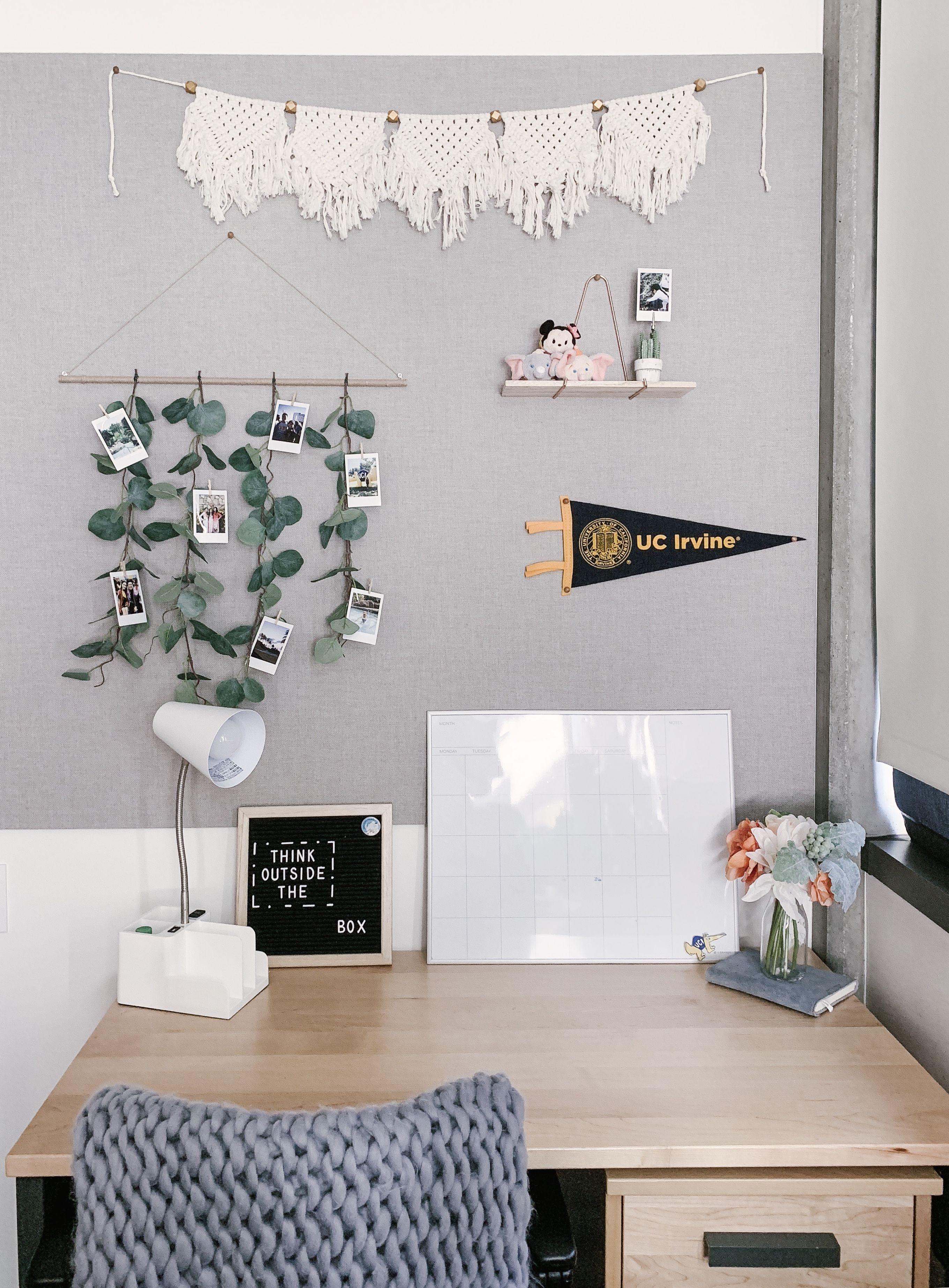 Boho College Dorm Room Desk Decor Simple Minimalistic Boho Dorm Room Dorm Room Inspiration Dorm Room Desk