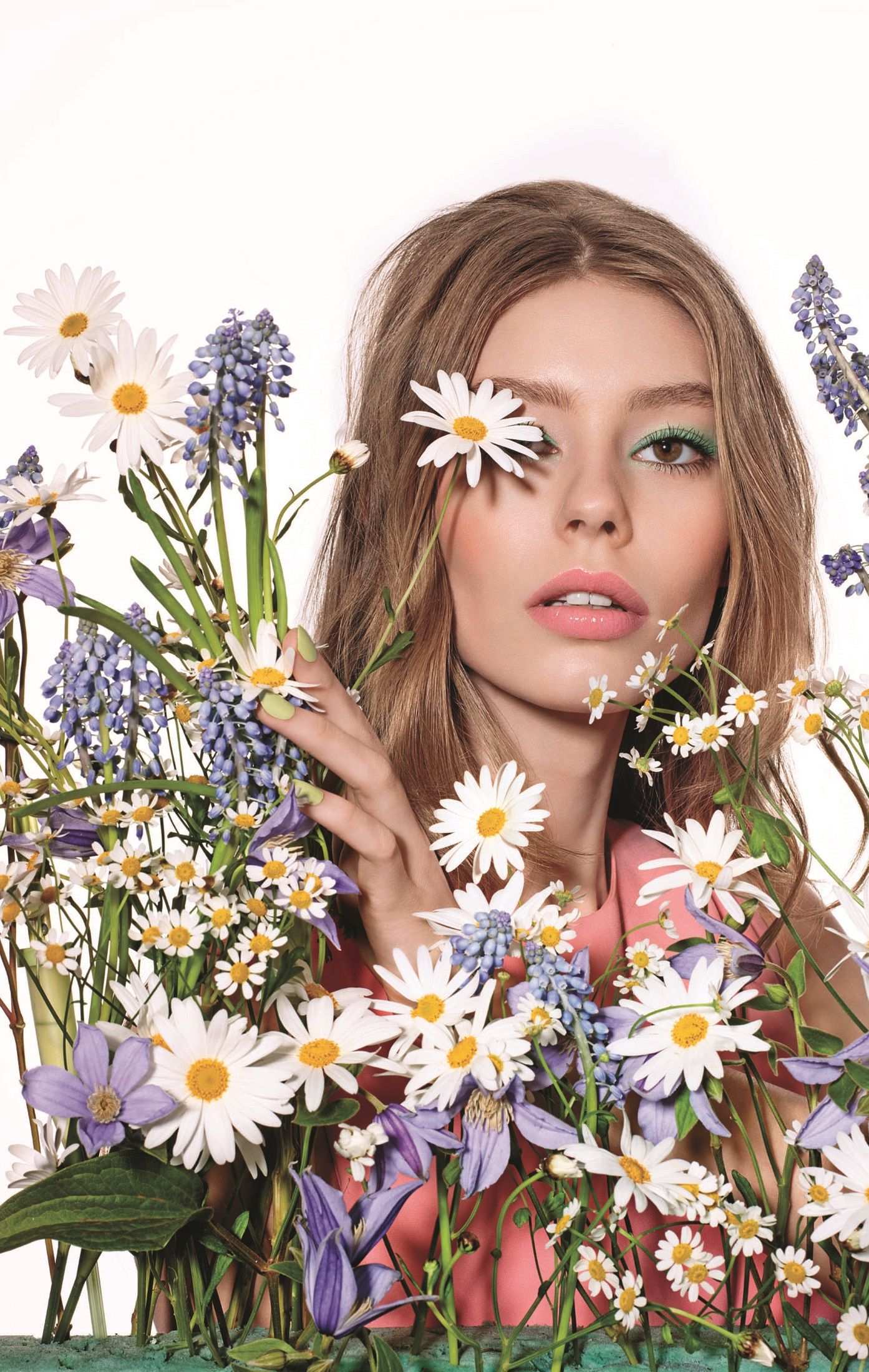 Fashion style Glowing dior gardens spring makeup collection for girls