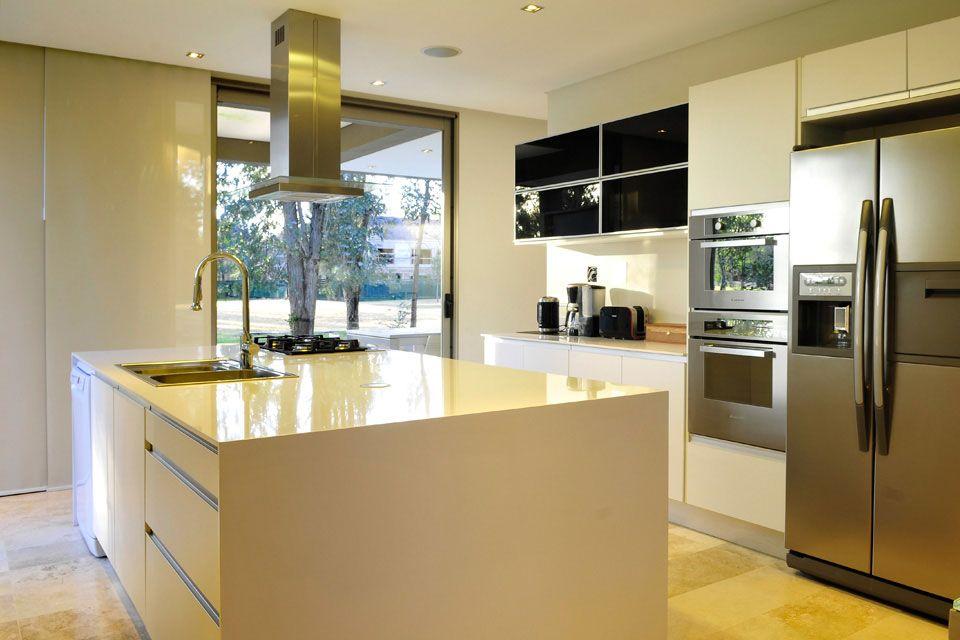 Planos de casa moderna de dos plantas fachada e interiores casas pinterest for Diseno de interiores de casas de dos plantas