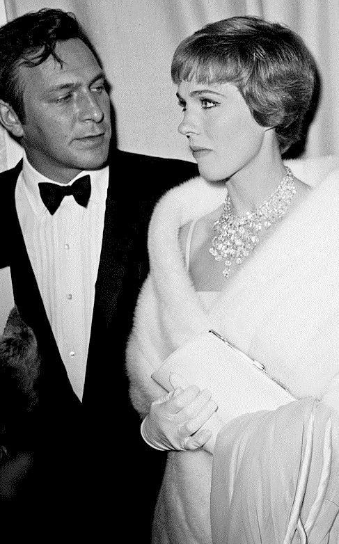 Christopher Plummer Julie Andrews At The Premiere Of The Sound Of Music Fox Wilshire Theatre Los Angele Christopher Plummer Julie Andrews Sound Of Music