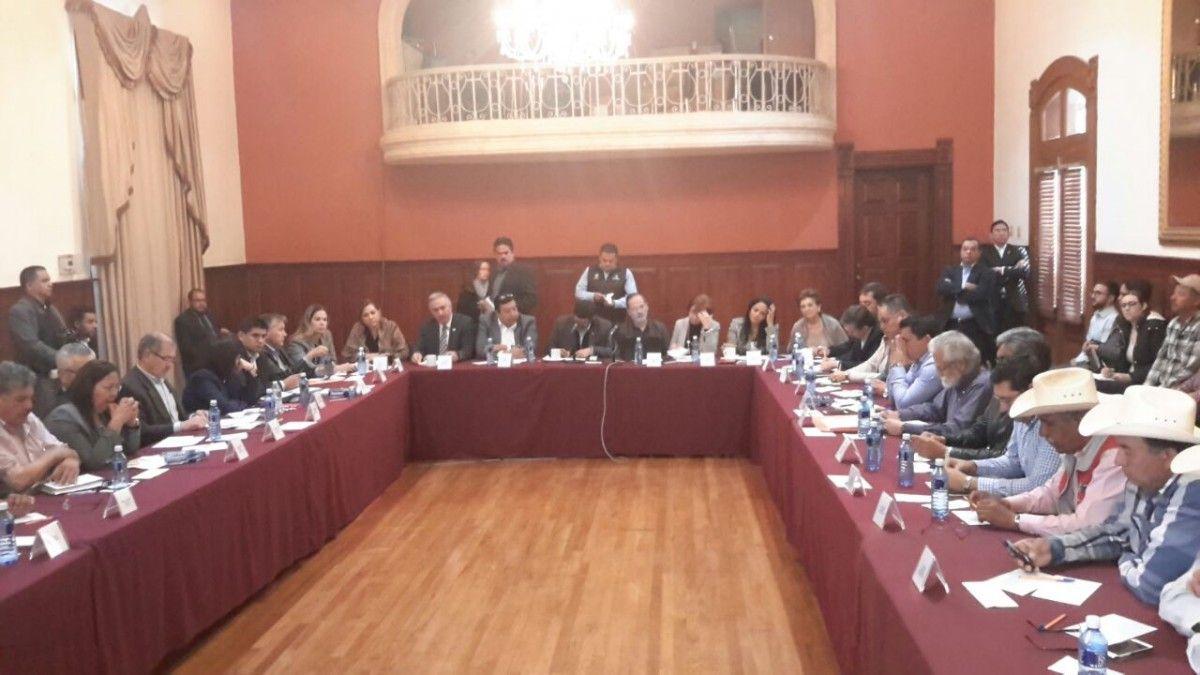 Se reúnen actores políticos y organizaciones de Chihuahua para hacer frente común por gasolinazo | El Puntero