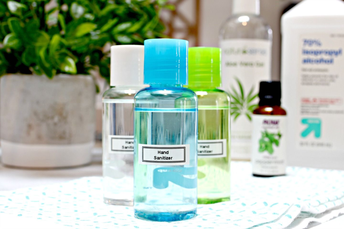 How To Make Your Own Hand Sanitizer Hand Sanitizer Natural Hand