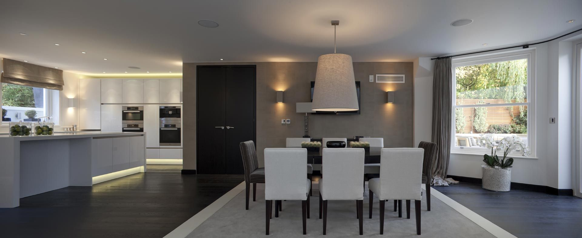 Kelly Hoppen Kitchen Interiors | Kelly Hoppen Couture Seamlessly Blends Her Natural Balance And