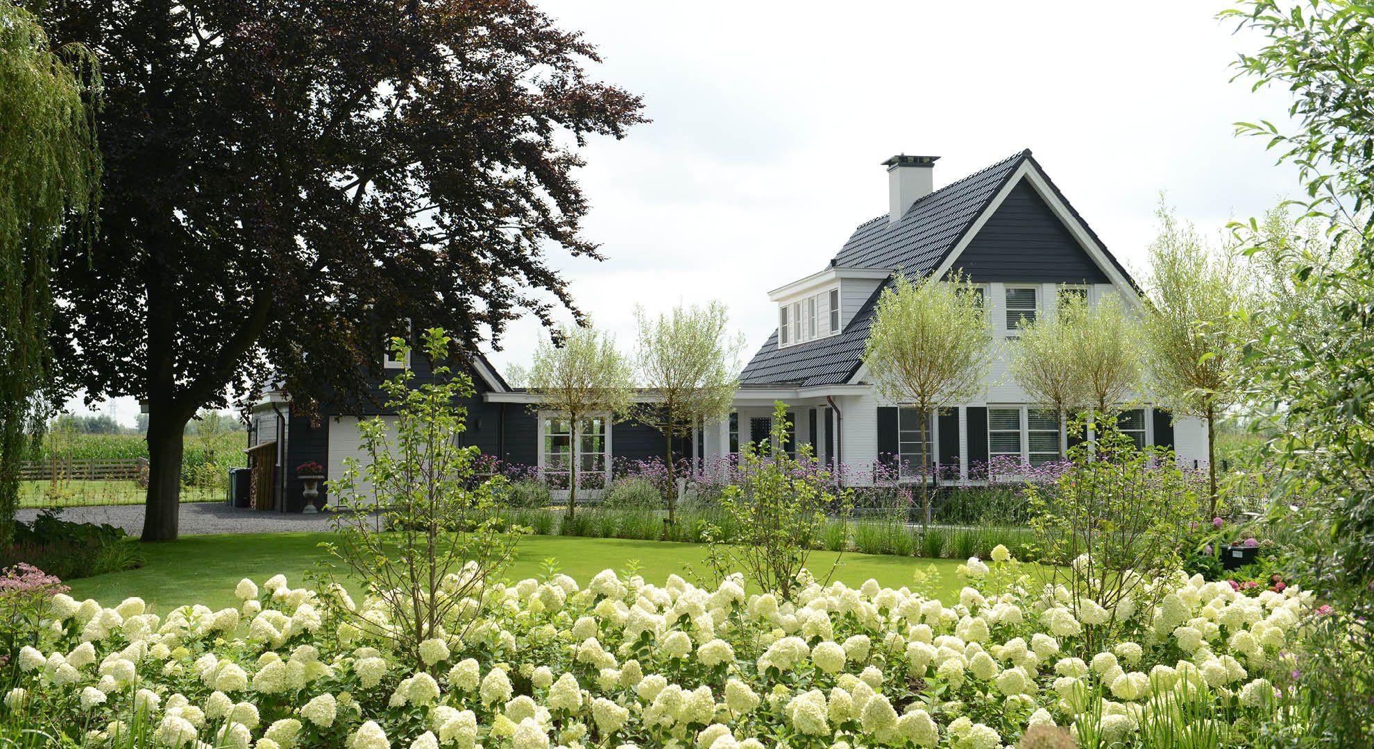 Rodenburg tuinen landelijke tuin bij modern landhuis de for Landhuis inrichting