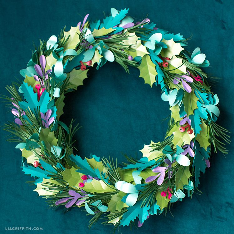 Photo of A DIY Holiday Wreath That Works Anytime of the Year- Lia Griffith