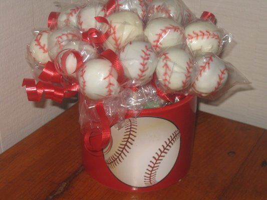 These mini cake pop baseballs are a great way to kick off a new season
