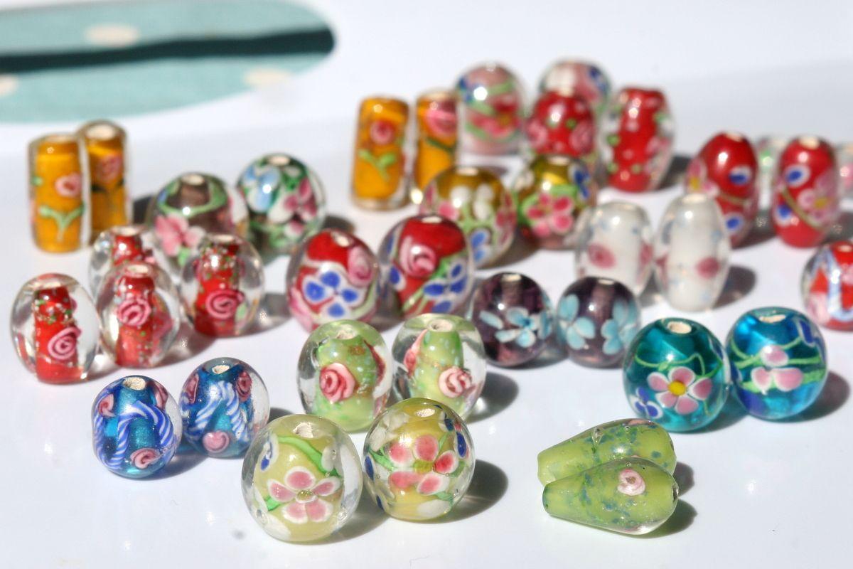 Tulossa: uniikkikoruja pökerryttävän ihanista lamppuhelmistä! Coming soon: unique lamp bead earrings.