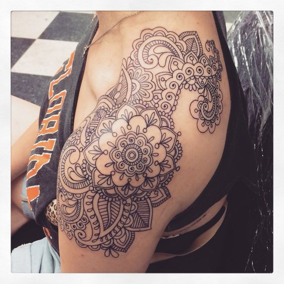 25 Trendy Henna Tattoo Designs To Try For Your Hands: Tattoo Girls With Tattoos Shoulder Piece Mehndi Designs