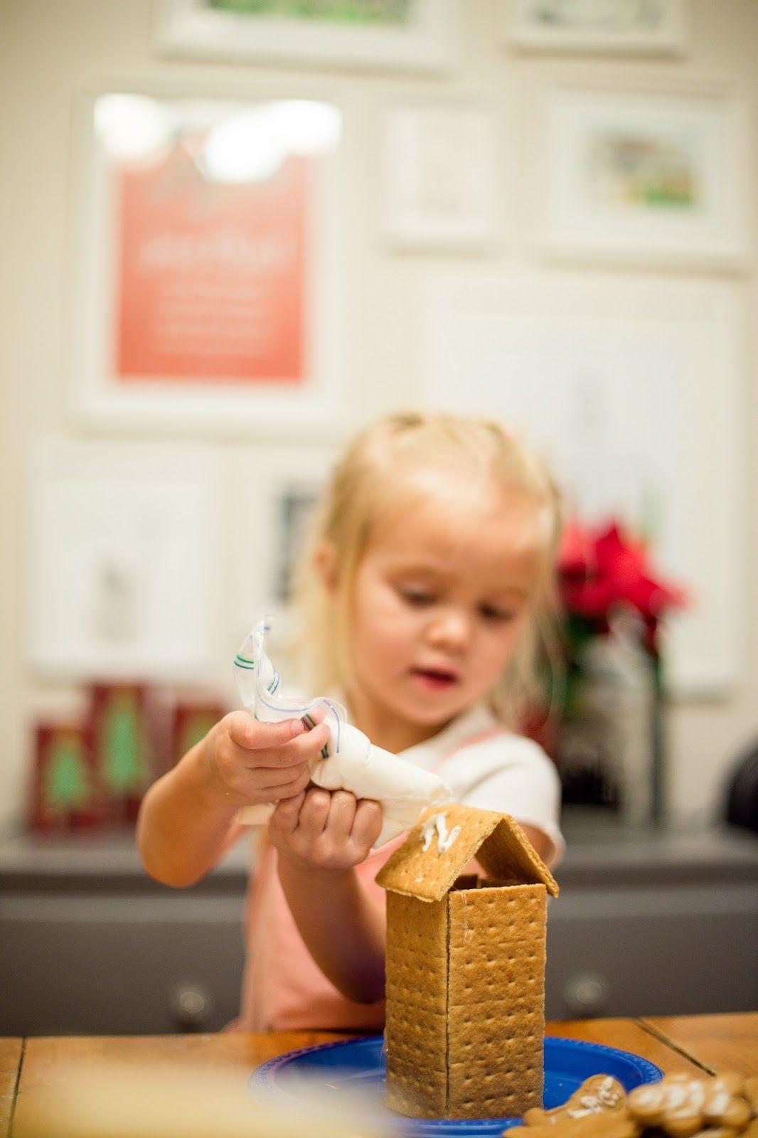 Christmas bucket list - Graham cracker houses! #JOHNSONS #littlewonders #ad
