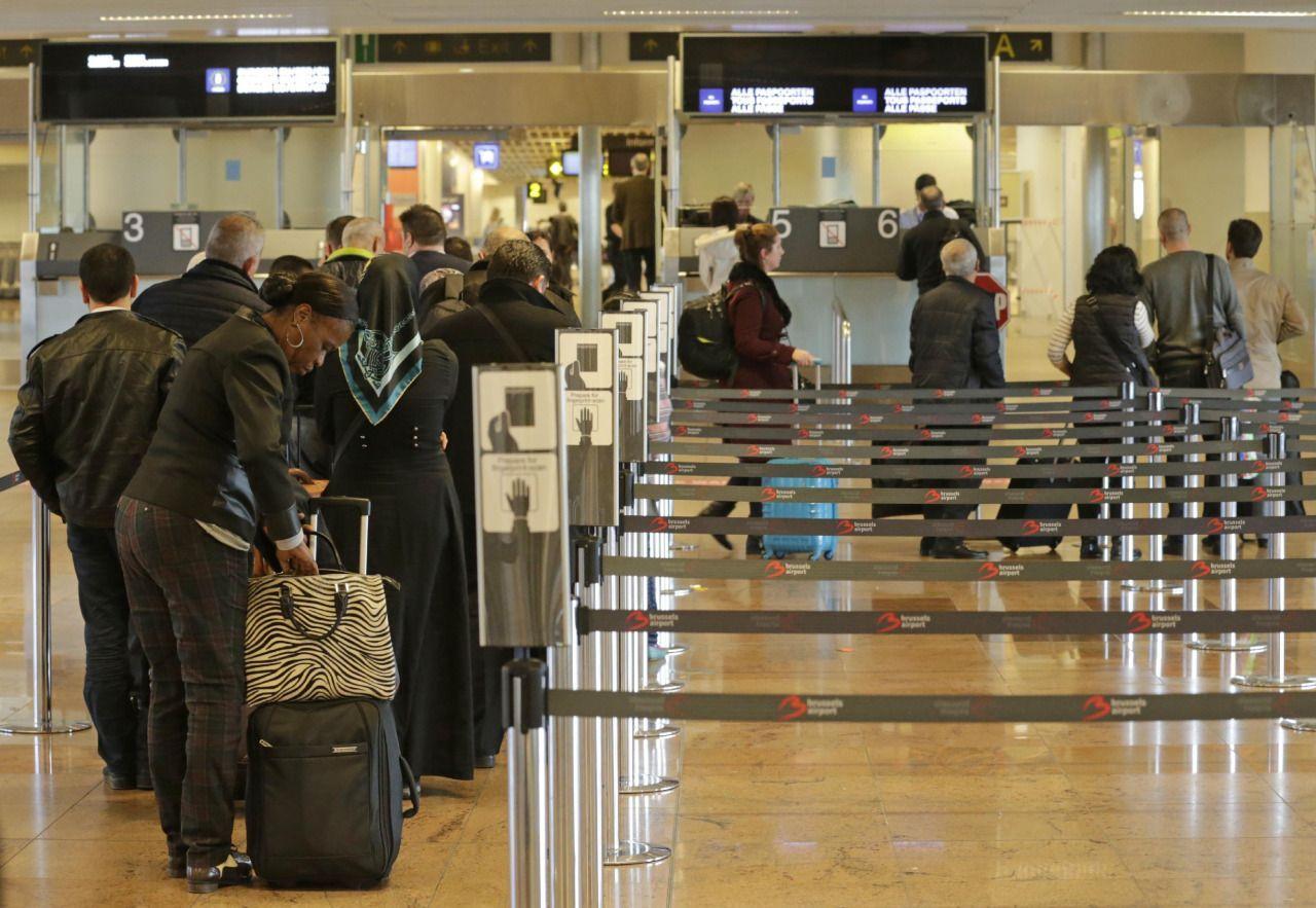 Toda persona que ingresa a Estados Unidos a través de los cruces fronterizos, los puertos y los aeropuertos debe cumplir la obligada escala ante las autoridades de Inmigración y aduanas. En ese proceso se registra quién entra al país, desde dónde lo hace, la nacionalidad de la persona y se recaba información