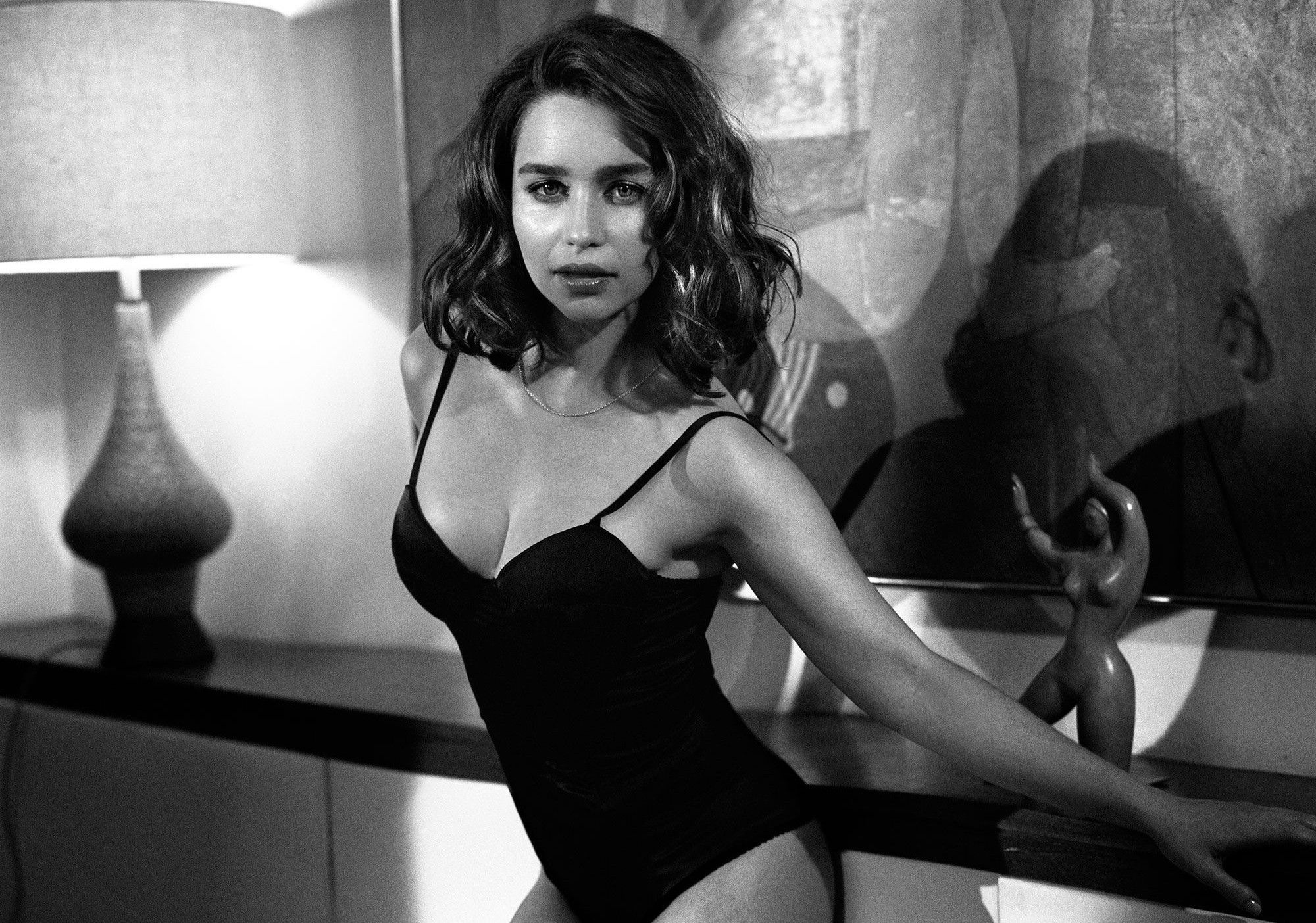 Emilia Clarke Hot Wallpapers 90 Wallpapers Hd Wallpapers Emilia Clarke Hot Emilia Clarke Emelia Clarke